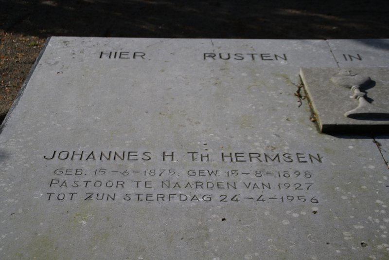 Grave of J.H.Th. Hermsen, Catholic cemetery, Naarden