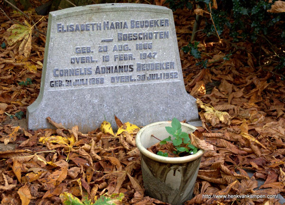 Beudeker tombstone, cemetery of Oud Leusden