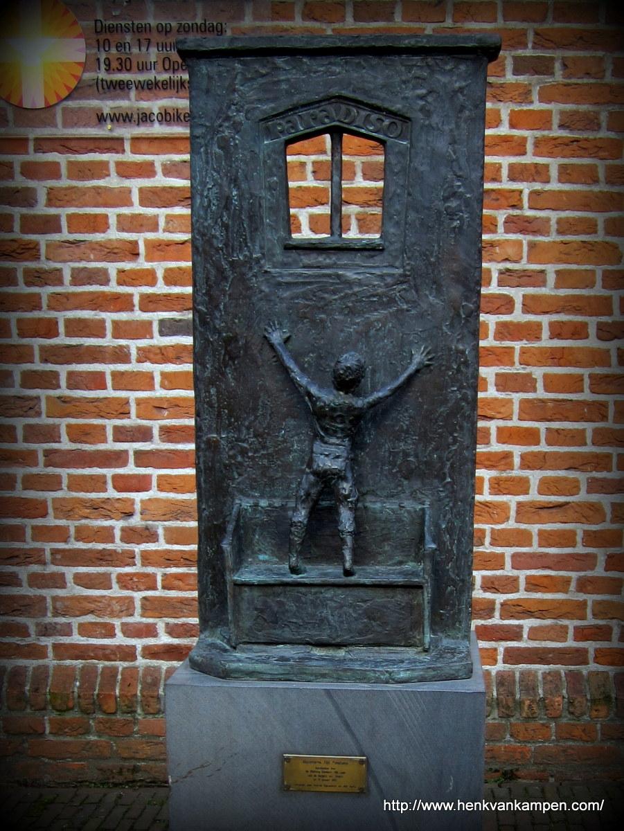 """""""Hermit Alyt Ponciaens"""" statue, Utrecht"""